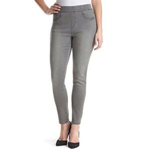 Gloria Vanderbilt Avery Jeans